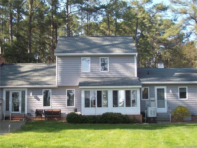 527 Skipjack Lane, Hallieford, VA 23068 (#1813568) :: Abbitt Realty Co.