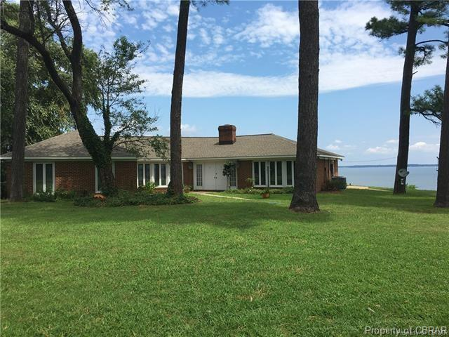 589 Brandon Point Road, Locust Hill, VA 23092 (MLS #1814733) :: RE/MAX Commonwealth