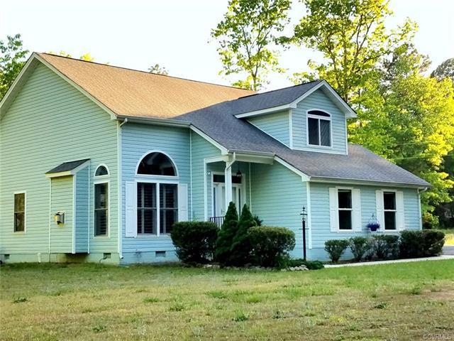 137 American Drive, Ruther Glen, VA 22546 (#1816585) :: Abbitt Realty Co.