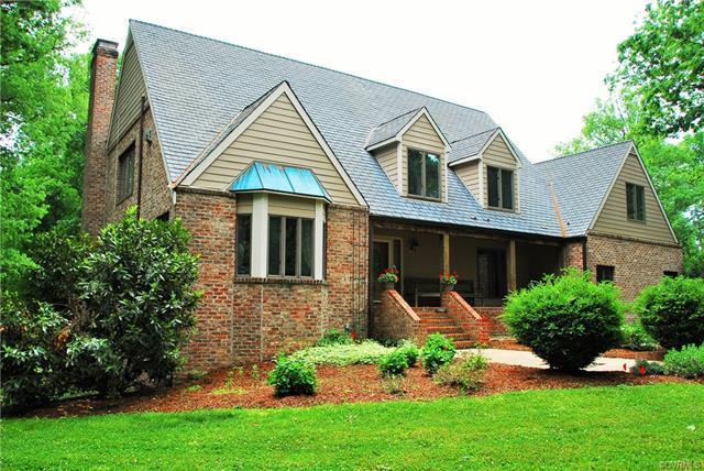 11305 Cloverhill Drive, Ashland, VA 23005 (#1816634) :: Resh Realty Group