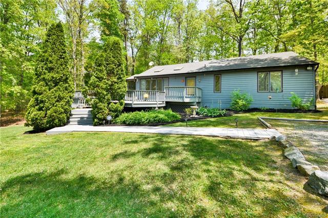 519 Lake Caroline Drive, Ruther Glen, VA 22546 (#1818098) :: Abbitt Realty Co.