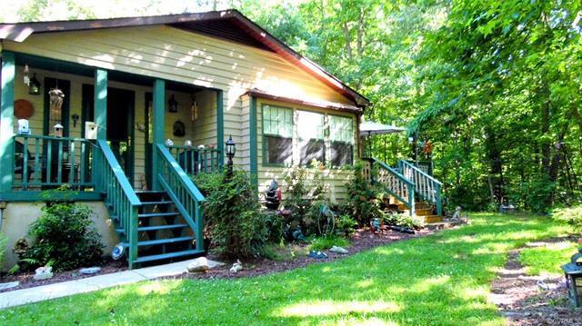 925 Jones Drive, Ruther Glen, VA 22546 (MLS #1821990) :: Explore Realty Group