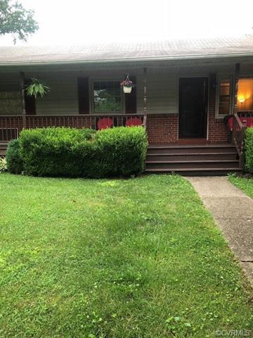 9811 Gardenia Drive, Henrico, VA 23228 (MLS #1822918) :: EXIT First Realty