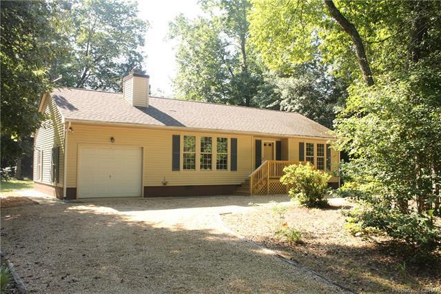 306 Woodberry Drive, Hartfield, VA 23071 (#1822950) :: Abbitt Realty Co.
