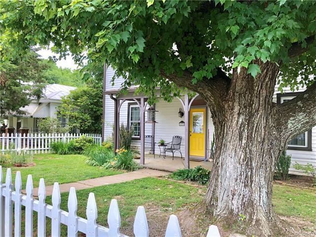 123 South Street, Louisa, VA 23093 (MLS #1823143) :: The RVA Group Realty