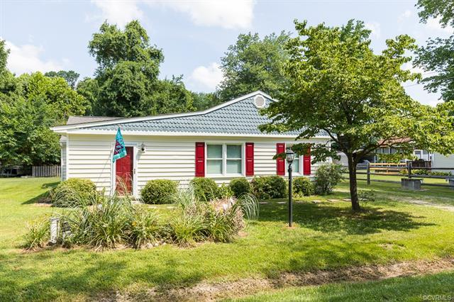 363 River Shore Drive, Dunnsville, VA 22454 (#1825784) :: Abbitt Realty Co.
