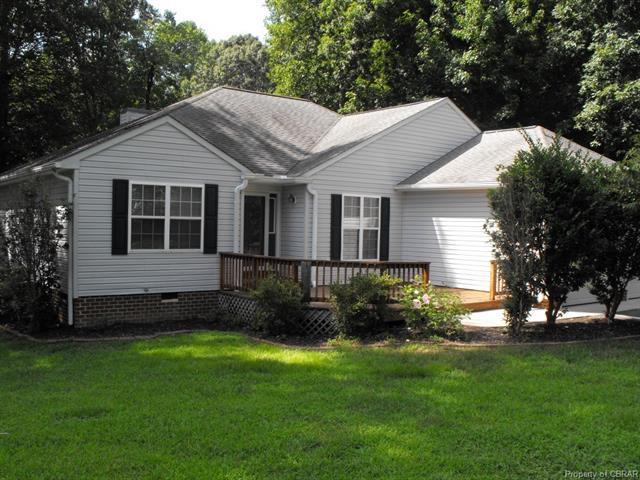 8171 Hamilton Drive, Gloucester, VA 23061 (MLS #1828662) :: Chantel Ray Real Estate