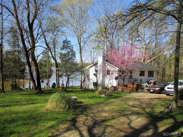 210 Occoneechee Road, Clarksville, VA 23927 (#1836709) :: Abbitt Realty Co.