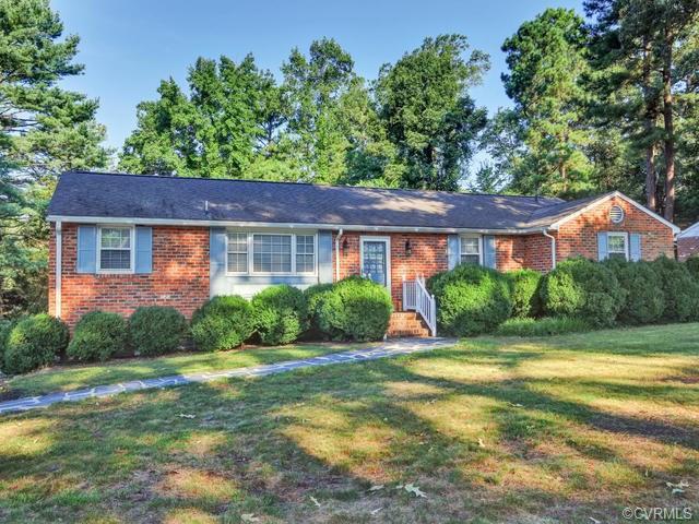 2300 Woodmont Drive, Chesterfield, VA 23235 (#1837387) :: Abbitt Realty Co.