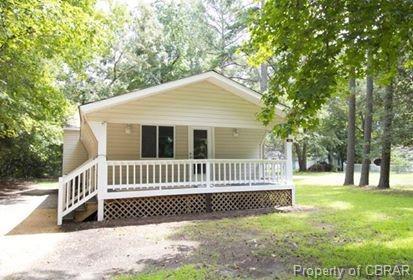 162 NE Woodberry Drive, Hartfield, VA 23071 (#1904452) :: Abbitt Realty Co.