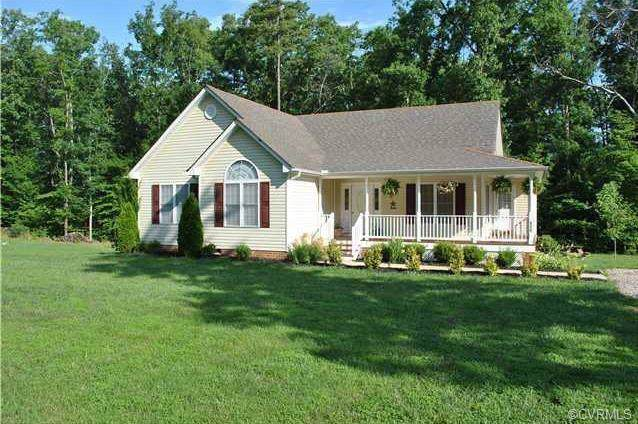 362 Yanceyville Road, Louisa, VA 23093 (MLS #1925414) :: The RVA Group Realty