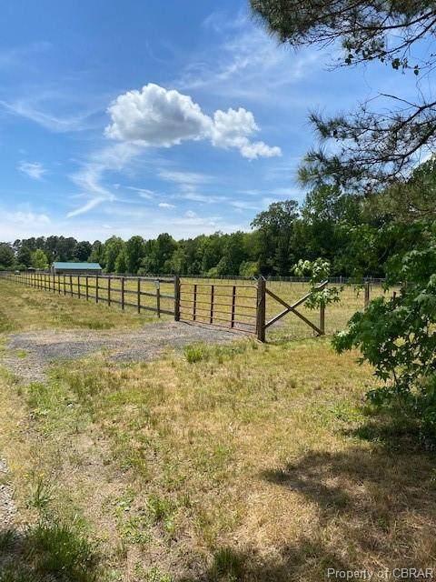 540 N North End, North, VA 23128 (MLS #2115349) :: Village Concepts Realty Group