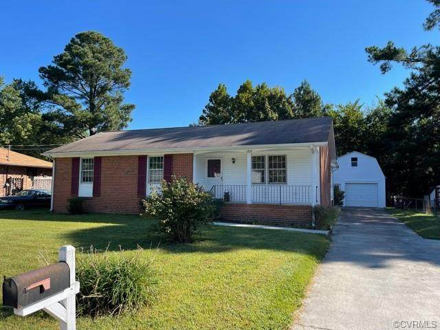 1209 W Roslyn Road, Colonial Heights, VA 23834 (MLS #2128287) :: The Redux Group