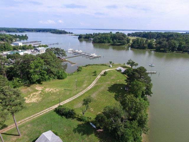 212 Carters Cove Drive, Weems, VA 22576 (MLS #2130619) :: Village Concepts Realty Group