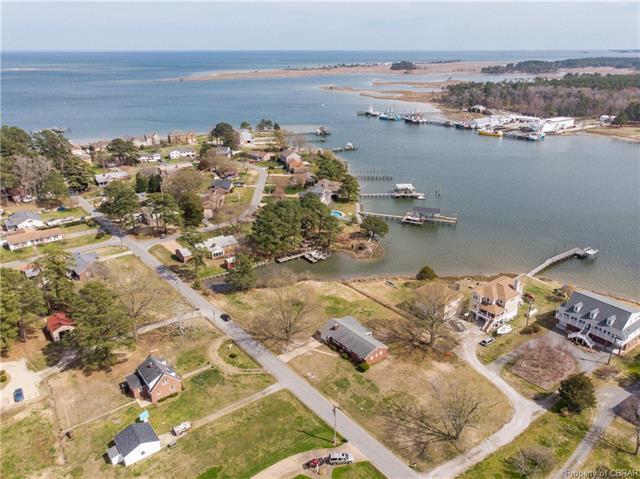 400 Dandy Loop Road, Yorktown, VA 23692 (MLS #1805816) :: Chantel Ray Real Estate