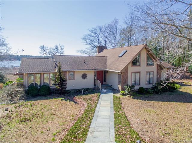 627 Point Anne Drive, Hartfield, VA 23071 (#1805877) :: Resh Realty Group