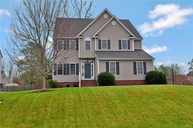 4901 Lofton Drive, Glen Allen, VA 23060 (MLS #1809586) :: Chantel Ray Real Estate