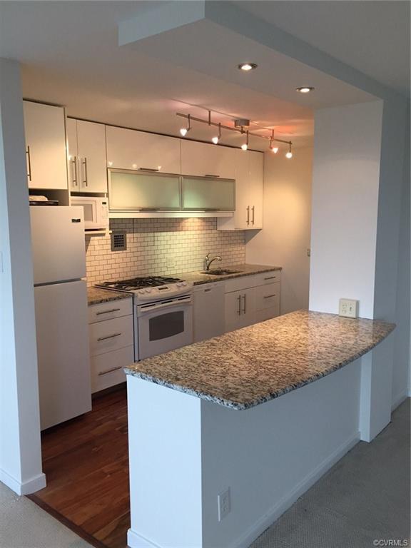 5100 Monument Avenue #1211, Henrico, VA 23230 (MLS #1900998) :: Small & Associates