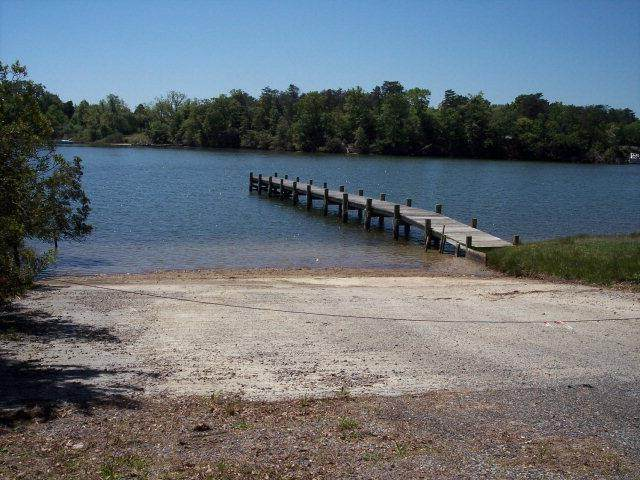 00 Robbins Point Avenue, Deltaville, VA 23043 (MLS #106948) :: EXIT First Realty