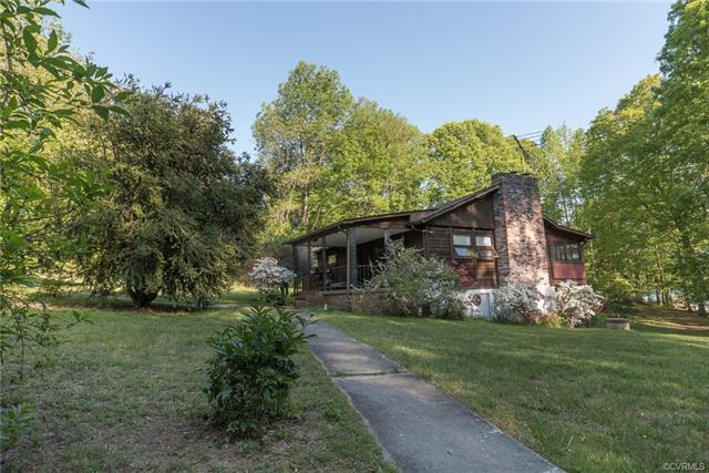 423 N Lakeshore Drive, Louisa, VA 23093 (#1816015) :: Resh Realty Group