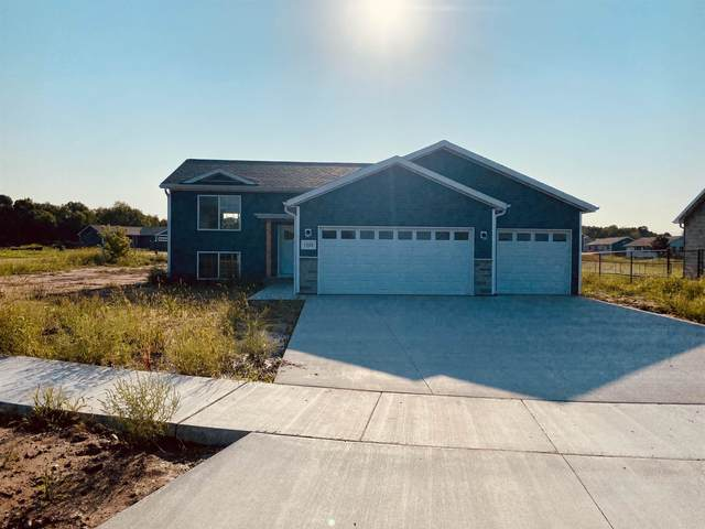 2280 Young Drive, Waupaca, WI 54981 (MLS #22105075) :: EXIT Midstate Realty