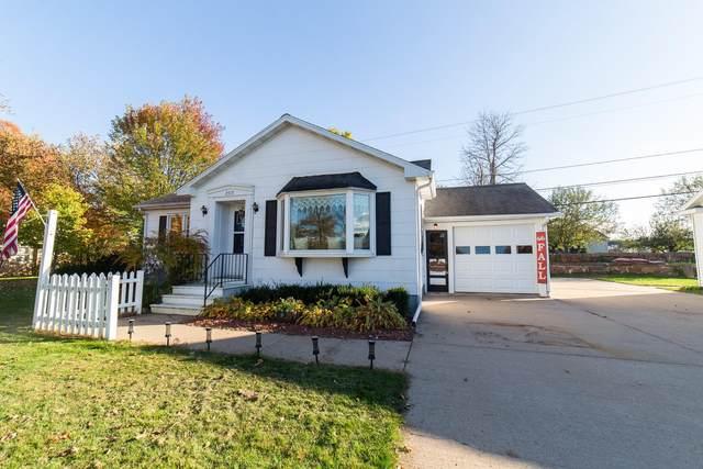 2513 W Main Street, Merrill, WI 54452 (MLS #22105686) :: EXIT Midstate Realty