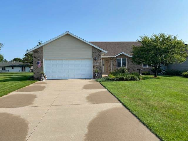 1512 Green Tree Drive, Plover, WI 54467 (MLS #22104067) :: EXIT Midstate Realty