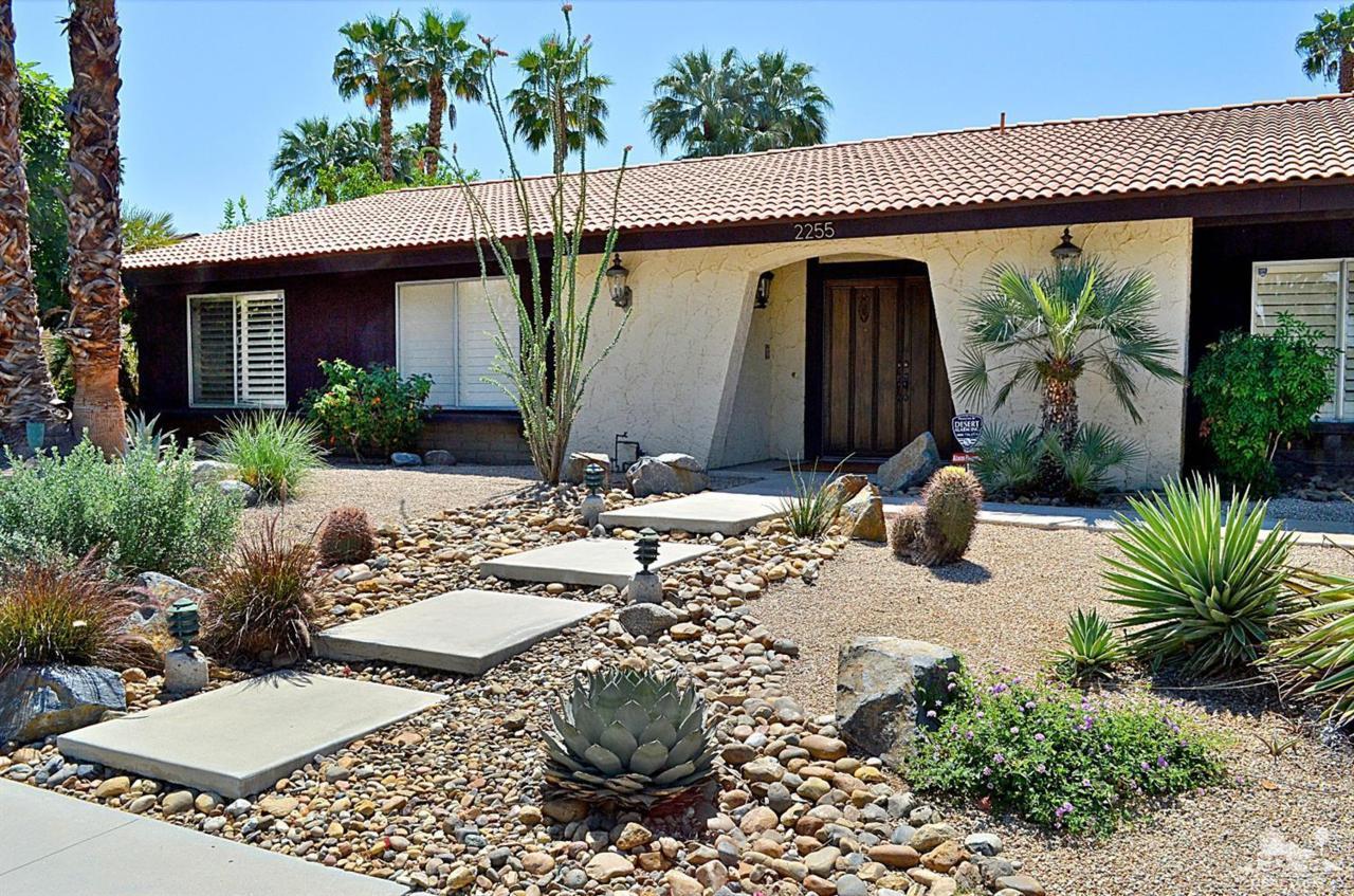 2255 E Sonora Road, Palm Springs, CA 92264 (MLS #217011648) :: Brad Schmett Real Estate Group