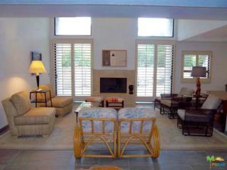 225 E La Verne Way, Palm Springs, CA 92264 (MLS #17212126PS) :: Brad Schmett Real Estate Group