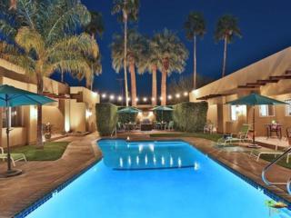 221 E Sonora Road, Palm Springs, CA 92264 (MLS #17212540PS) :: Brad Schmett Real Estate Group