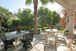 4 Wimbledon Drive, Rancho Mirage, CA 92270 (MLS #217015556) :: Brad Schmett Real Estate Group