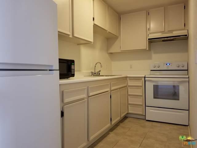 2875 N Los Felices Road #214, Palm Springs, CA 92262 (MLS #19509392) :: Brad Schmett Real Estate Group