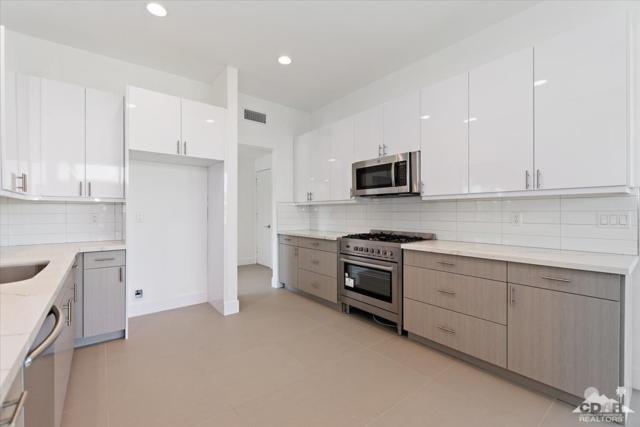 78017 Lago Drive, La Quinta, CA 92253 (MLS #218022664) :: The John Jay Group - Bennion Deville Homes