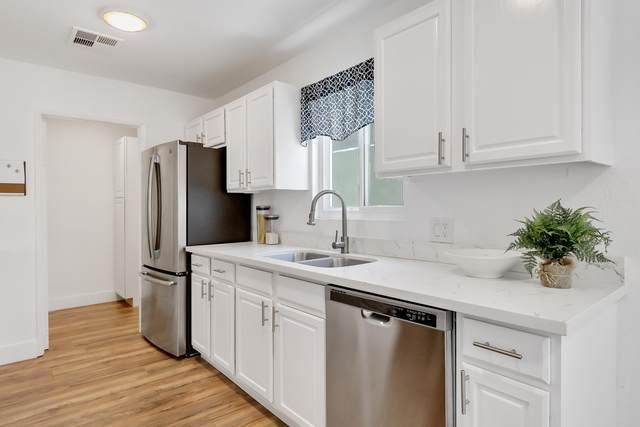 52055 Avenida Juarez, La Quinta, CA 92253 (MLS #219045702) :: Brad Schmett Real Estate Group