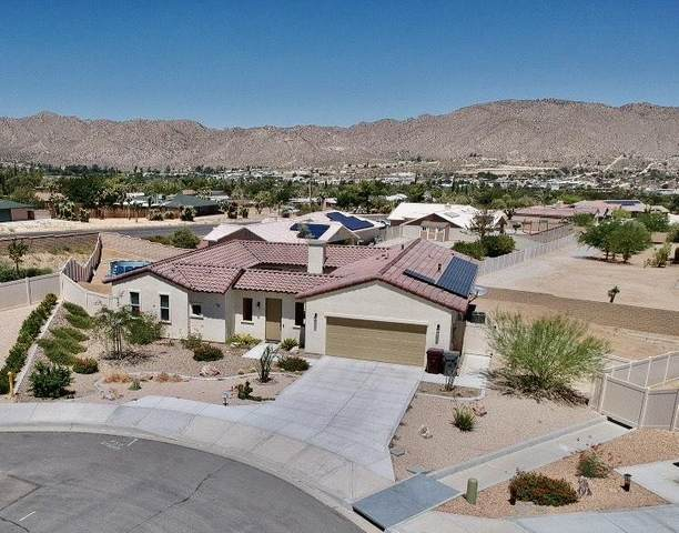 7949 Borrego Court, Yucca Valley, CA 92284 (#219047585) :: The Pratt Group