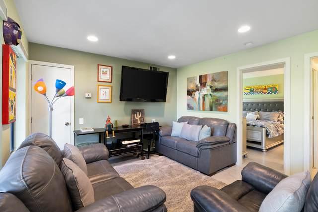 1150 E Amado Road, Palm Springs, CA 92262 (MLS #219051477) :: Brad Schmett Real Estate Group