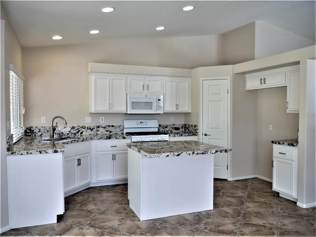 45945 La Reina Court, La Quinta, CA 92253 (MLS #219051734) :: Mark Wise | Bennion Deville Homes