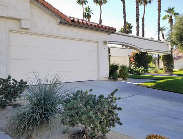319 Vista Royale Drive, Palm Desert, CA 92211 (#219053885) :: The Pratt Group