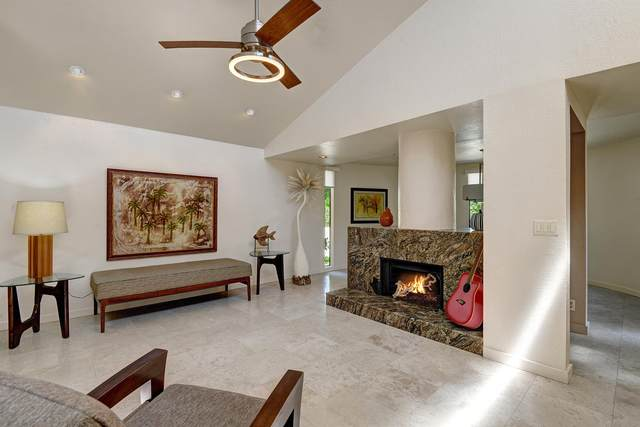 998 Village Square, Palm Springs, CA 92262 (MLS #219061091) :: KUD Properties