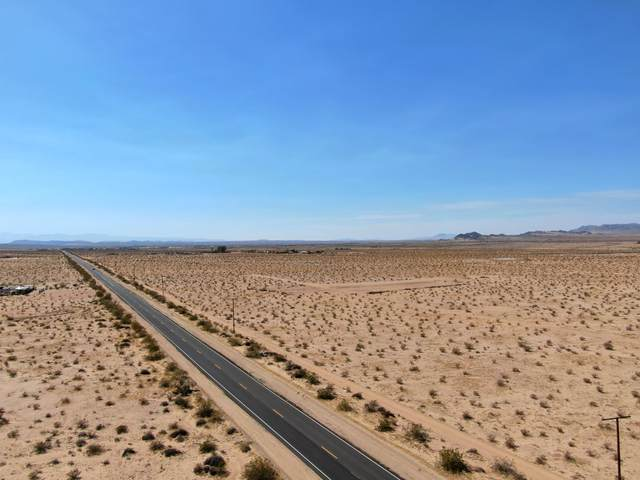 77020 Amboy Road, 29 Palms, CA 92277 (MLS #219061893) :: The John Jay Group - Bennion Deville Homes