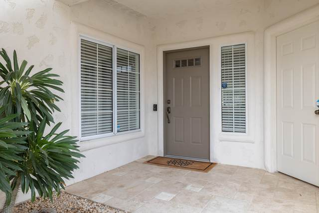 297 Vista Royale Circle, Palm Desert, CA 92211 (MLS #219068171) :: Zwemmer Realty Group