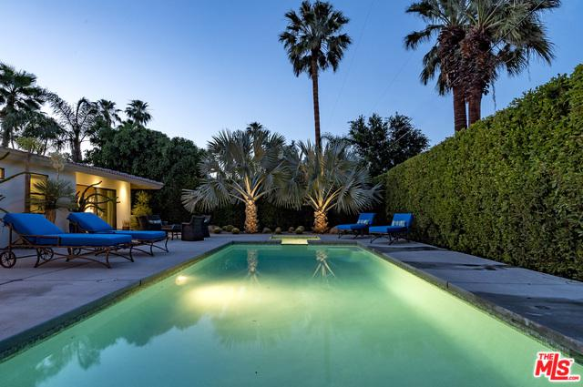 1554 S Calle Marcus, Palm Springs, CA 92264 (MLS #17278878) :: Brad Schmett Real Estate Group