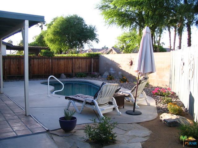 77010 New York Avenue, Palm Desert, CA 92211 (MLS #17281188PS) :: Brad Schmett Real Estate Group