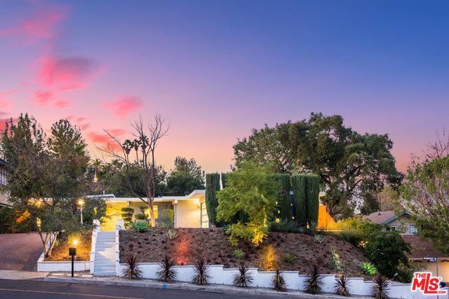 15915 Meadowcrest Road, Sherman Oaks, CA 91403 (MLS #18303876) :: Deirdre Coit and Associates