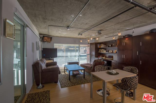 285 W 6th Street #106, San Pedro, CA 90731 (MLS #18304300) :: Deirdre Coit and Associates