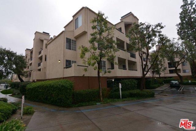 21520 Burbank #103, Woodland Hills, CA 91367 (MLS #18320092) :: The John Jay Group - Bennion Deville Homes