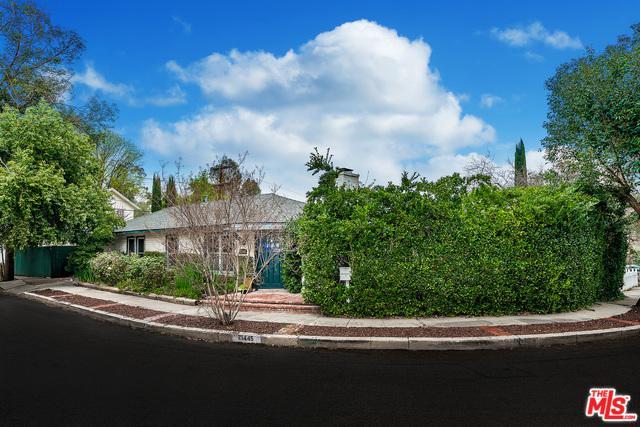 21445 De La Osa Street, Woodland Hills, CA 91364 (MLS #18321078) :: The John Jay Group - Bennion Deville Homes