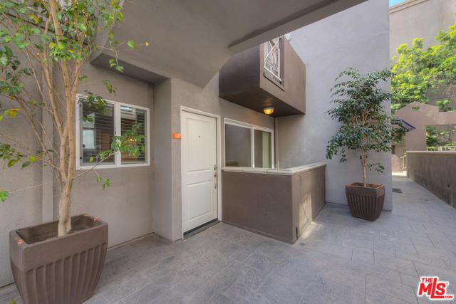 355 N Maple Street #107, Burbank, CA 91505 (MLS #18321442) :: The John Jay Group - Bennion Deville Homes