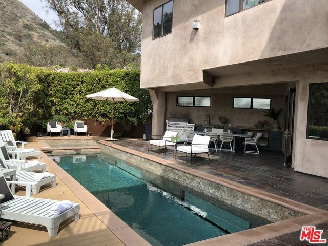6457 Deep Dell Place, Los Angeles (City), CA 90068 (MLS #18323374) :: The John Jay Group - Bennion Deville Homes