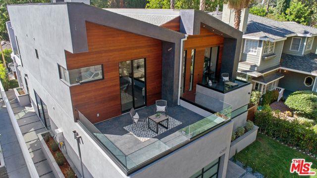 4207 Beeman Avenue, Studio City, CA 91604 (MLS #18323516) :: The John Jay Group - Bennion Deville Homes